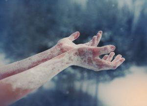 ръце-в-сняг
